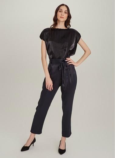 NGSTYLE Metalik Kumaşlı Piliseli Bluz Siyah